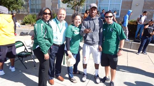 Archie with El Cerrito staff after announcing that he will play at Washington State.