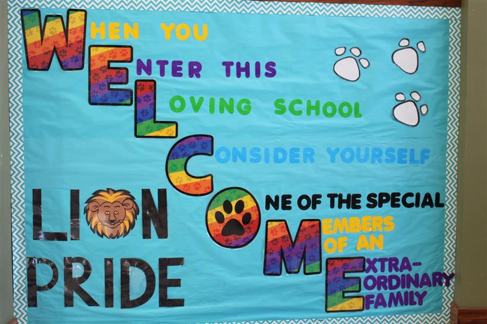 Lincoln Elementary bulletin board that says welcome to families